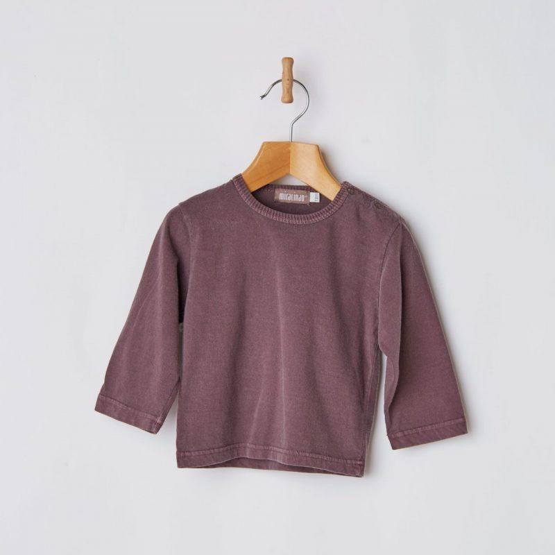 Camiseta básica de bebé de color moradito diferente y de algodón.