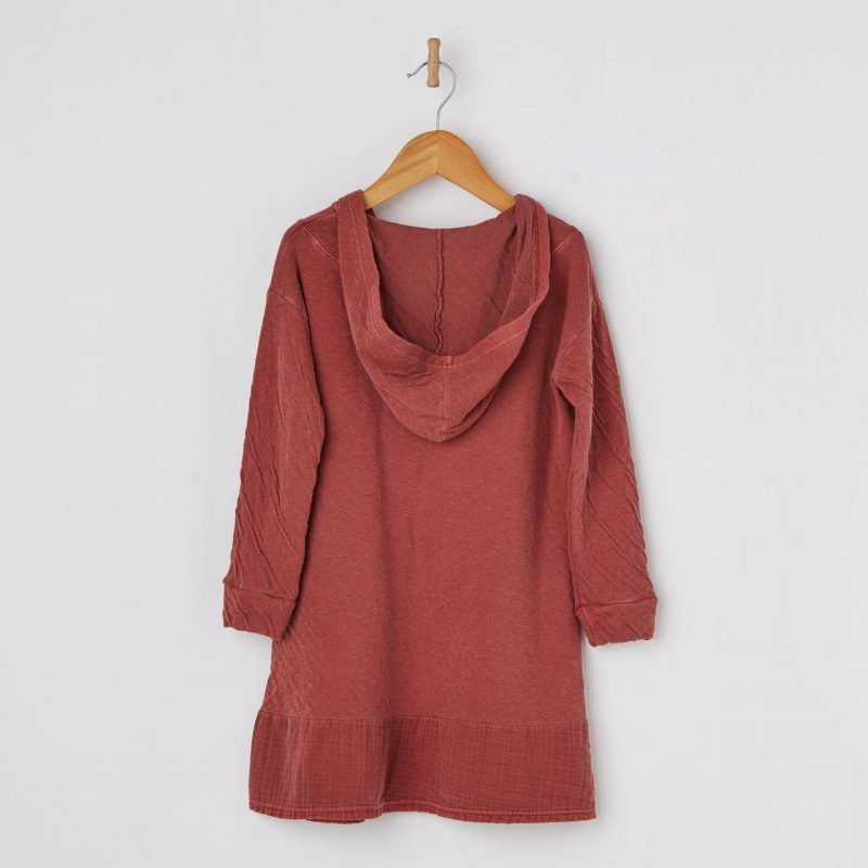 Vestido color rojo con capucha para niñas de 2 a 14 años. Vestido de algodón fabricado en España.
